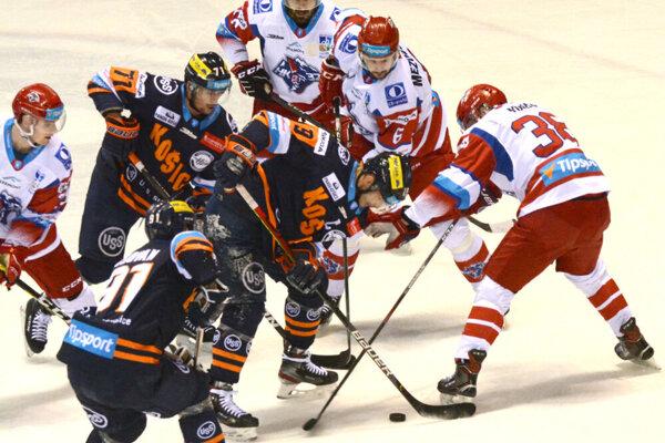 Košickí hokejisti sa herne i výsledkovo trápia.
