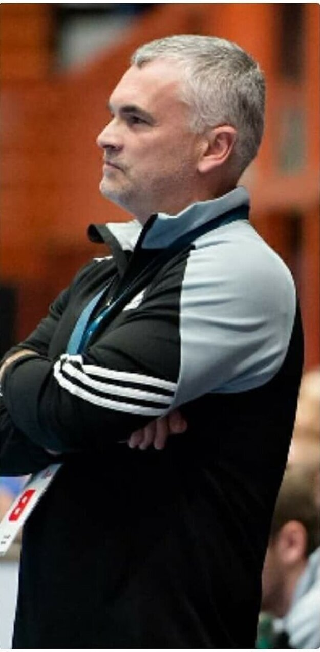 Tréner MHC Štart Peter Sporni