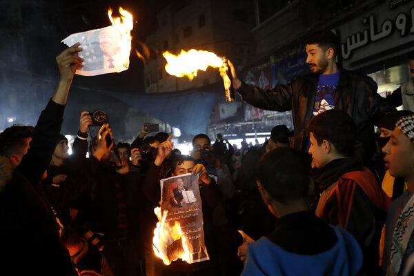 Palestínčania protestovali proti mierovému plánu pre Blízky východ.