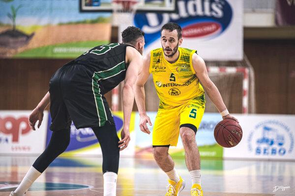 Šimon Krajčovič oblieka žltozelený dres už štvrtú sezónu.