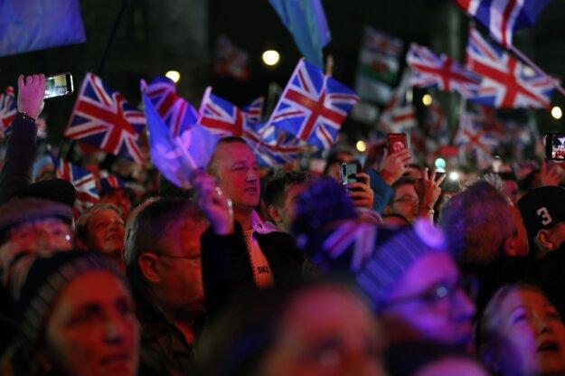 Briti v uliciach Londýna očakávajú vystúpenie Británie z Únie.