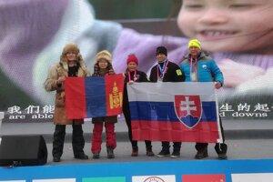 Starosta Stanislav Neuschl (druhý sprava) reprezentoval Slovensko v zimnom plávaní v Číne.
