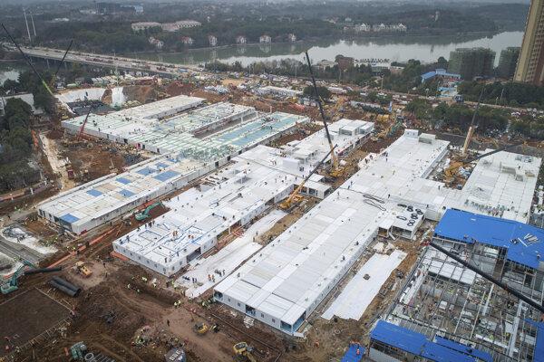 Pohľad na novú nemocnicu vo Wu-chane.