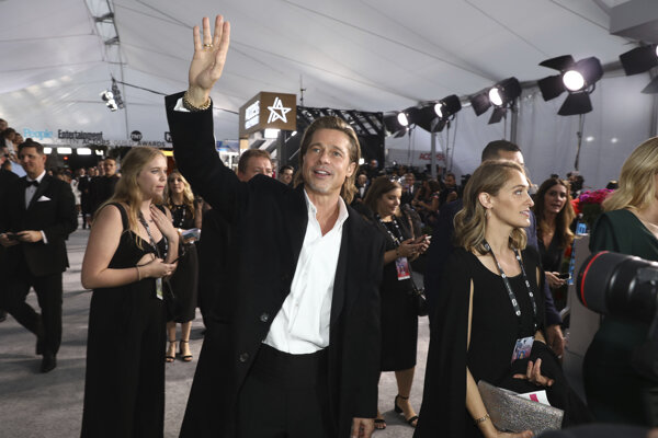 Brad Pitt má cenu BAFTA za film Vtedy v Hollywoode.
