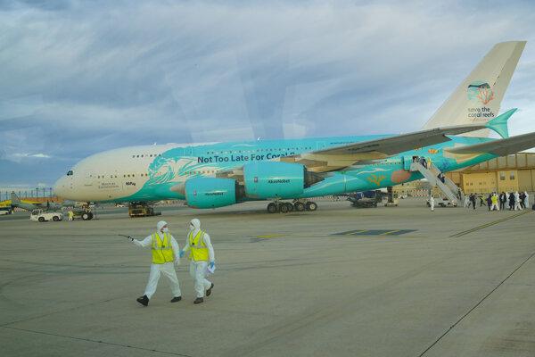 Lietadlo Airbus A380, prenajaté Francúzskom, viezlo z Wu-chanu desiatky ľudí.
