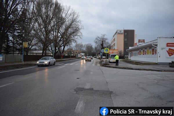 Polícia dokumentovala dopravnú nehodu.
