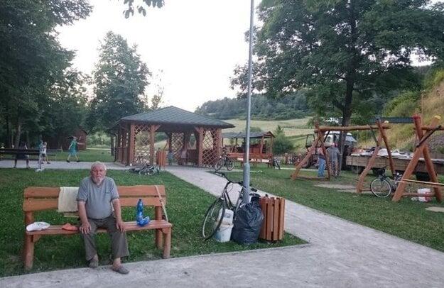 V obci Hatné (okres Považská Bystrica) riešili v rokoch 2017/2018 z európskych peňazí systém kombinovaného zberu jednotlivých druhov komunálneho odpadu. Na projekt dostali 131-tisíc eur.