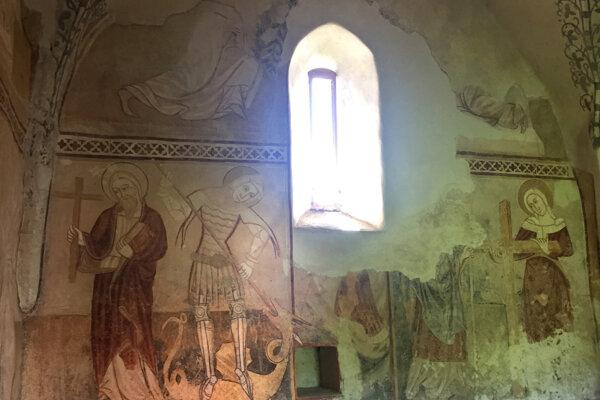 Fresky na južnej strane presbytéria.
