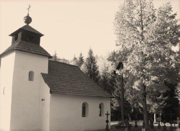 Kaplnka v Zborove nad Bystricou nestačila. Ľudia stávali okolo kaplnky, do ktorej sa zmestilo okolo 50 ľudí. Ostatní stávali na verejnej ceste.
