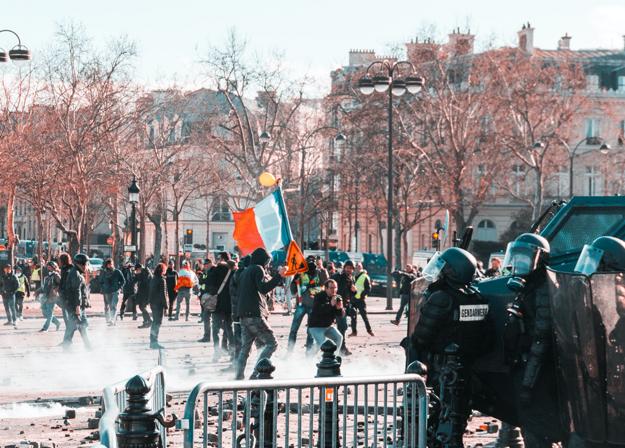Demonštrácie v Paríži