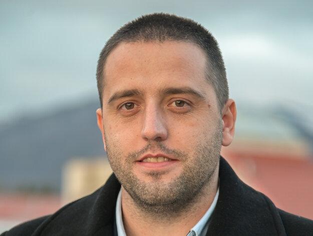 Peter Vozár.