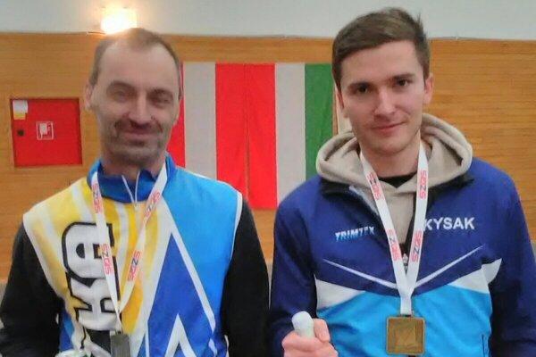 Ocenení v kategórii Muži - vľavo druhý Návratil, vpravo víťaz Dávid Franko.