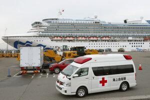 Loď Diamond Princess v prístave v Jokohame.