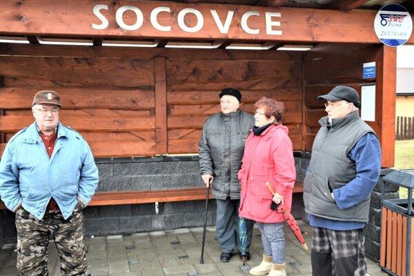 Veľa Socovčanov musí ísť na nákupy autobusom.