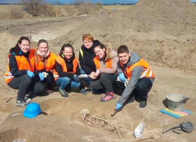 Študenti, ktorí sa chcú zamerať na historickú antropológiu, chodia na archeologické výskumy a vykopávky.