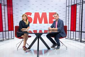 Predseda hnutia Obyčajní ľudia a nezávislé osobnosti (OĽaNO) Igor Matovič a Zuzana Kovačič Hanzelová v relácii Rozhovory ZKH.