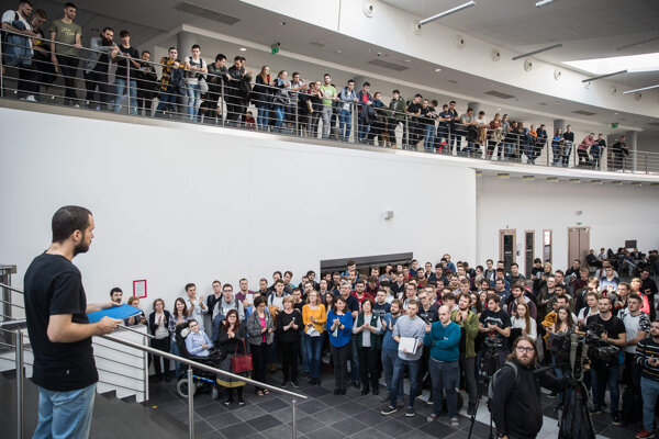 Zamestnanci Fakulty informatiky a informačných technológií Slovenskej technickej univerzity počas štrajku 17.2.2020
