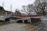 Rieka Mlynica strhla most do Lopušnej doliny