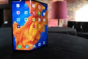 Nový skladací telefón of Huawei - Mate Xs.