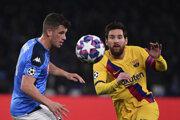 Lionel Messi (vpravo) proti Neapolu.