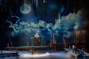 Vodník (Peter Mikuláš) a Rusalka (Eva Hornyáková) v novej inscenácii Dvořákovej Rusalky v Opere SND