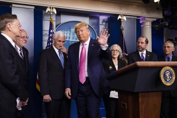 Spojené štáty sú podľa Trumpa pripravené zvládnuť rýchlo sa šíriaci vírus.