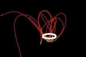 Obežná dráha minimesiaca (červená) 2020 CD3 okolo Zeme.