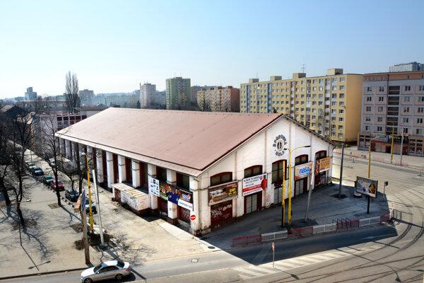 Angels aréna nutne potrebuje vylepšiť, jej rekonštrukcia  a modernizácia vrátane výstavby šatní  sa odhaduje na 1,45 milióna eur.