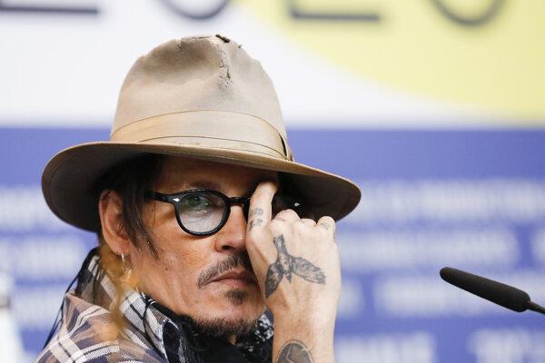Herec Johnny Depp počas tlačovej konferencie k filmu Minamata počas 70. medzinárodného filmového festivalu Berlinale 21. februára 2020.