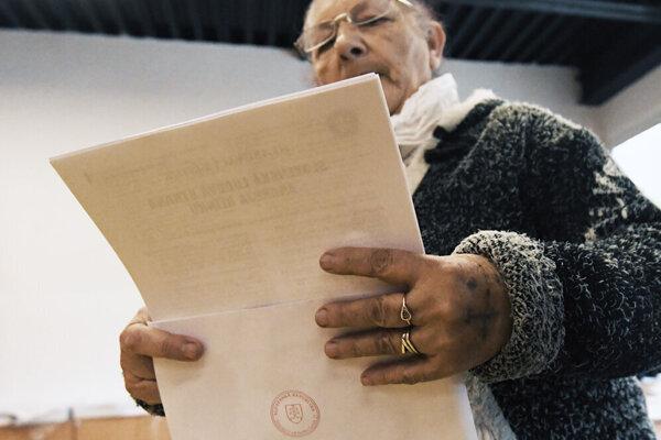 Volebná účast na Luniku IX je zatiaľ nízka, podľa odhadov je však vyššia ako pred štyrmi rokmi.