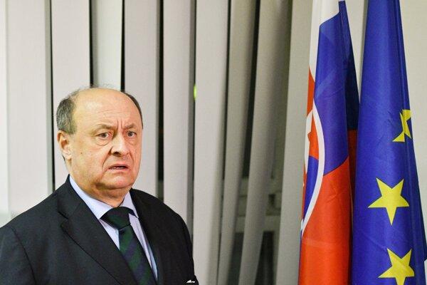 Voľby 2020: Riaditeľ štátnej volebnej komisie Eduard Bárány počas tlačovej besedy.