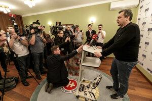 Voľby 2020: Andrej Danko reaguje na prvé volebné odhady po voľbách do Národnej rady Slovenskej republiky vo volebnej centrále strany SNS.