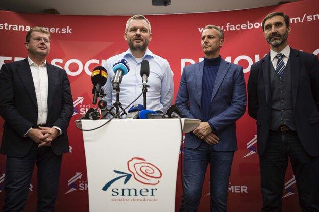 Voľby 2020: Podpredsedovia strany Smer Peter Žiga, Peter Pellegrini, Richard Raši a Juraj Blanár počas tlačovej konferencie po zverejnení predbežných výsledkov v centrále strany Smer.