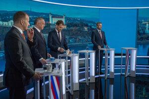 Boris Kollár, Andrej Kiska, Igor Matovič a Peter Pellegrini pred začiatkom povolebnej diskusie televízie Markíza.