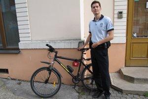 Policajti v Trenčíne sa vracajú na bicykle.