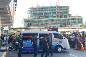 Polícia v Manile pri mieste incidentu.