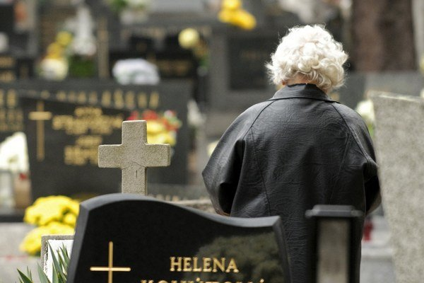 Cintorín musia ľudia opustiť pred koncom otváracích hodín bez vyzvania.