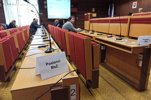 Väčšina poslancov mestského zastupiteľstva dnes neprišla. Termín zasadnutia primátor oznámil ešte začiatkom februára.
