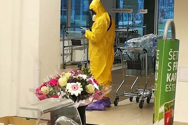 Svojím antivírusovým oblekom zaskočil zákazník svoje okolie.