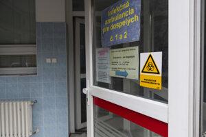 Vchod do kliniky infektológie Univerzitnej nemocnice Bratislava na Kramároch.