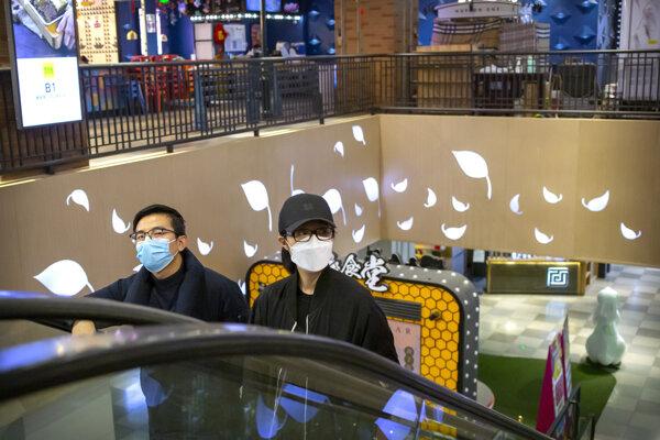 Takmer všetky nové prípady nákazy mimo Chu-peju pochádzajú zo zahraničia.