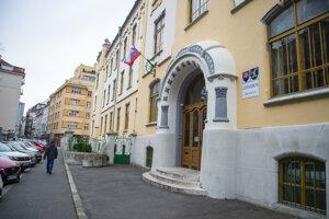 Budova Gymnázia na Grösslingovej ulici 9. marca 2020 v Bratislave.