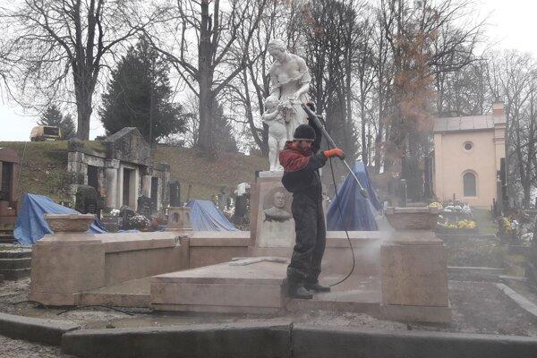 Obnovu hrobky by mali ukončiť tento rok.