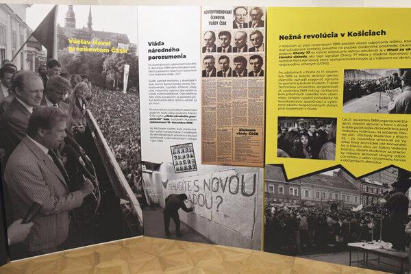 Výstava venovaná 30. výročiu Nežnej revolúcie.