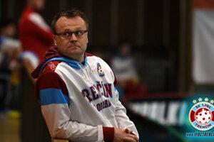 Tréner 1. FBC Trenčín Jan Holovka.