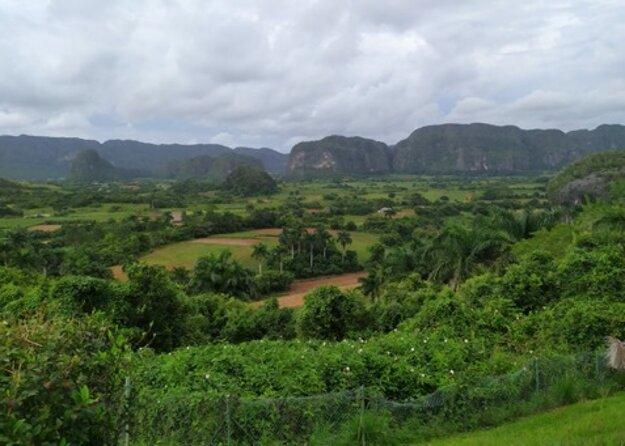 Oblasť je typická veľkými vápencovými balvanmi, ktoré sa nazývajú mogoty.