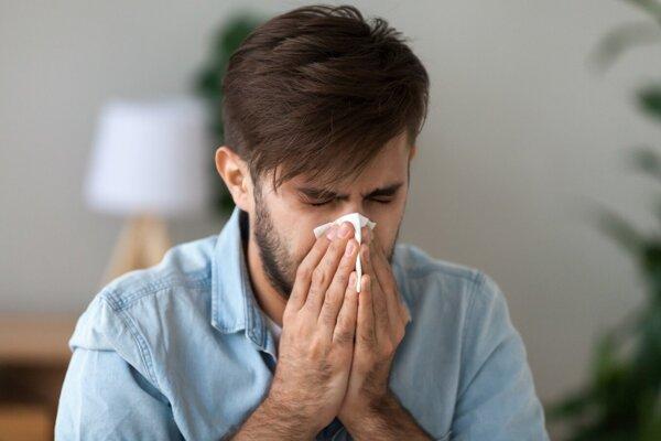Alergia a koronavírus majú iné príznaky. Naučte sa ich rolíšiť.