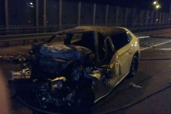Vodič v osobnom aute uhorel.