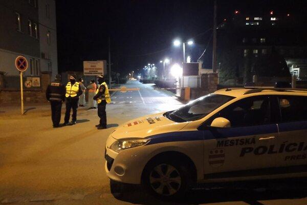 Mestská polícia pri nemocnici v Prešove.