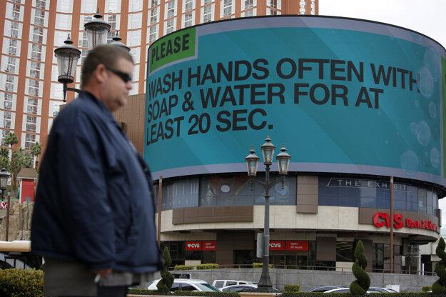 Ak by ste náhodou zabudli, že si máte umývať ruky - veľký nápis v Las Vegas.